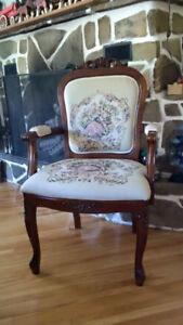 Chaise de salle à dîner, à bras ouverts, de style antique