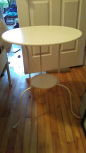 Table blanche de chevet ou autre
