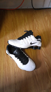Chaussures nike shox grandeur 10.5