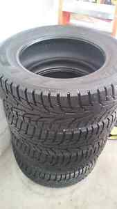 Four Like New Hankook Ipike RS Winter Tires 215/60R16 - 98%