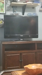 32 inch Phillips LCD TV 1080p * moving sale*