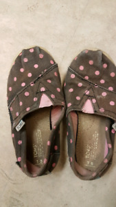 Toms toddler 8 pink polka dot shoes