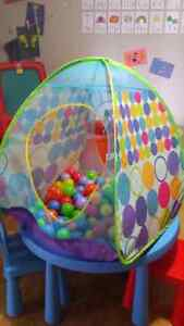 Ball tent with balls