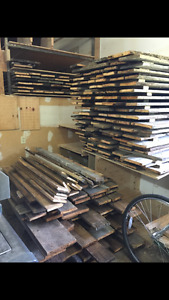 Lot de +/- 260 planches de bois grange