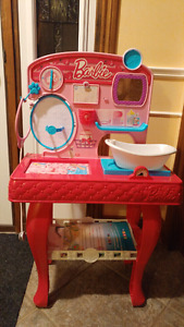 Barbie pet and vet grooming station unopened box $25