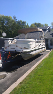 2009 Legend 21' Pontoon Boat