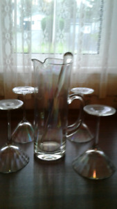 6  piece  Martini  Set --4   glasses  , pitcher  and  stirring