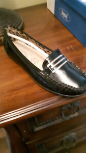 BRAND NEW SHUMAKER STEPWEL SHOES