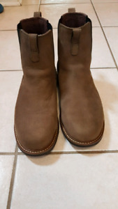 CAMEL SUEDE LEATHER BOOTS. SIZE 9