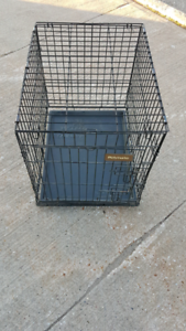 """Petmate dog cage / crate 24"""" long 18""""wide 22"""" high Like new $60"""
