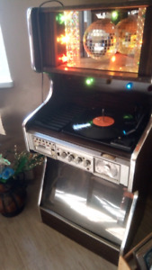 Jukebox with radio, record player and 8track