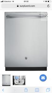 Lave-vaisselle GE intérieur en inox et 3 ieme panier supérieur