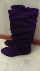 Ladies Faux suede boot. Size 8