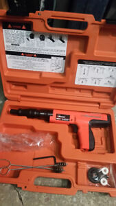 cloueuse a beton ramset cobra + NEUVE powder actuated NEW hilti