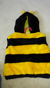 Sleeveless Bee Sweater w/hood