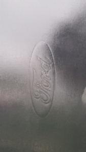 Toile boite Ford