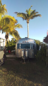 Renovated 1973 31' Airstream Sovereign Land Yacht