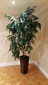 Great looking 7 foot faux (artificial) Tree