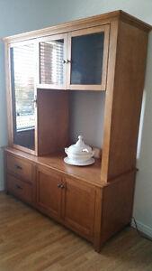 Meuble Télé et Système de son en bois solide.