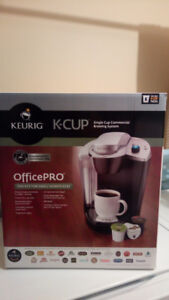KEURIG K-CUP COFFEE MAKER FOR SALE AT A GOOD PRICE.