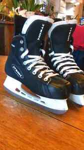 Bauer Itech.    Youth skates size 4