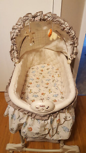 Safari animal bassinet