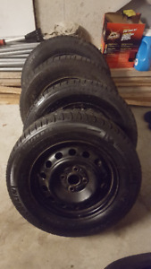 Set of 4 Winter Tires with Rims 185/70R14