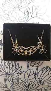 Avon earrings necklace set