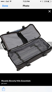 High quality wheeled duffle bag. Used once.