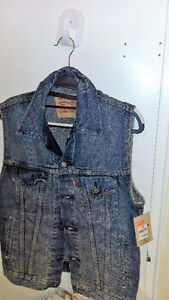 Levis Vest Brand New Tags attached ( Unisex )