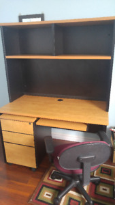 OFFICE DESK WITH HUTCH & MOVABLE DRAW UNIT & CHAIR