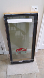 VELUX Deck Mounted fixed Skylight 2x4' (brand new )