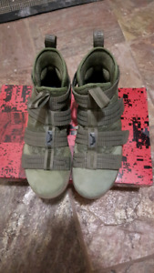 LEBRON SOLDIER 11 SFG, SIZE 8