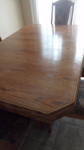 Beautiful Oak Dining Table with 6 chairs