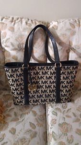 AUTHENTIC MICHAEL KORS LARGE TOTE BAG