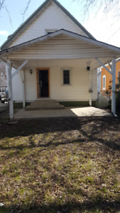 Large 3  Bedroom House - Central St. Catharines