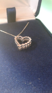 Heart necklace with dimensions