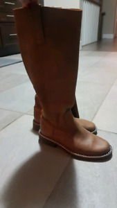 Roots Boots *Brand New*