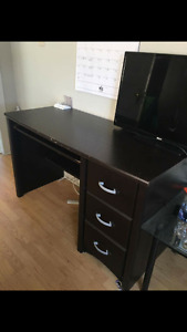 Selling my 3 drawer desk with keyboard drawer for $150 obo