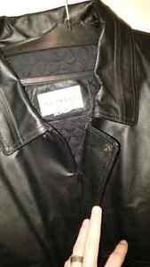 Retreat mens leather jacket  London Ontario image 3