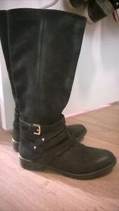 Steve Madden like new leather black boots