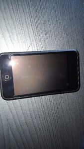 IPOD 8G with Case and Charger Windsor Region Ontario image 2