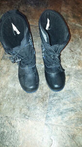 Boys Size 4 Winter boots with removable liners- $15