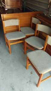 Solid Teak Dining Room Expanding Table With 4 Teak Chairs