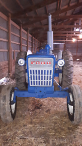 1975 Ford 4000 tractor - 3 cyl diesel with 6 position plow blade