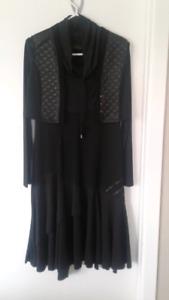 Robe noire , manche longue gr : small