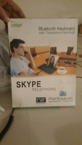 SKYPE bluetooth keyboard with telephone headset