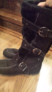 Ladies boots size 8.