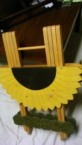 Sun Flower fold up Table - for inside or out Kitchener / Waterloo Kitchener Area image 6
