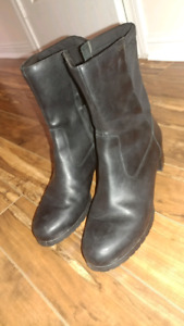 Elegant GEOX WOMEN'S WINTER BOOTS: Only Worn THREE Times!